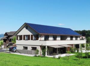Fassade DEF Adligen Emmenbruecke, Haus seitlich
