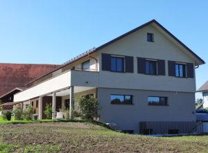 Fassade DEF Adligen Emmenbruecke, Haus von unten