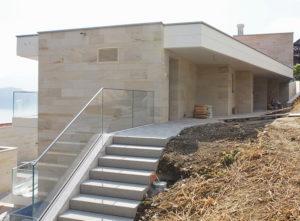 Isolation, Fassade: Lettenrain Meggen, Vordach und Fassade