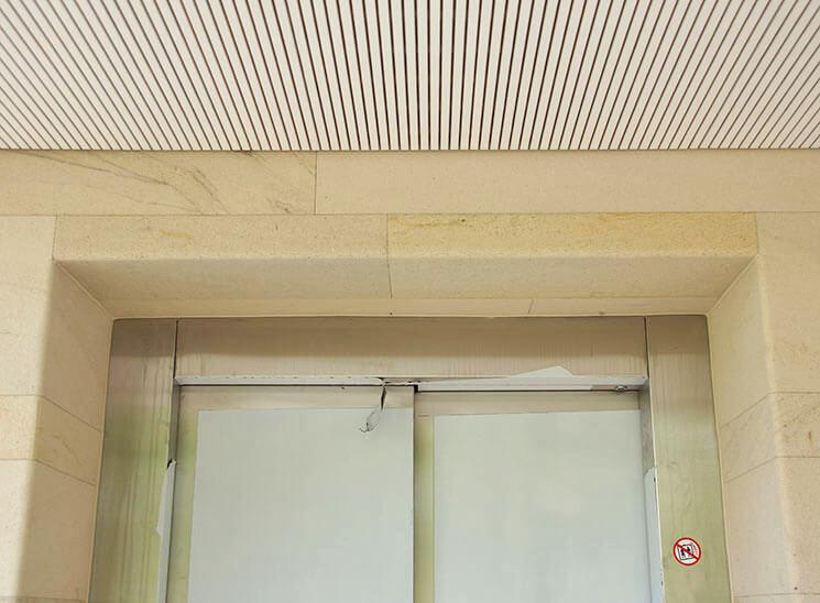 Isolation, Fassade: Lettenrain Meggen, Detail Lift
