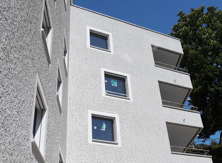 Isolationen Würzenbach Luzern Fassade mit Balkon