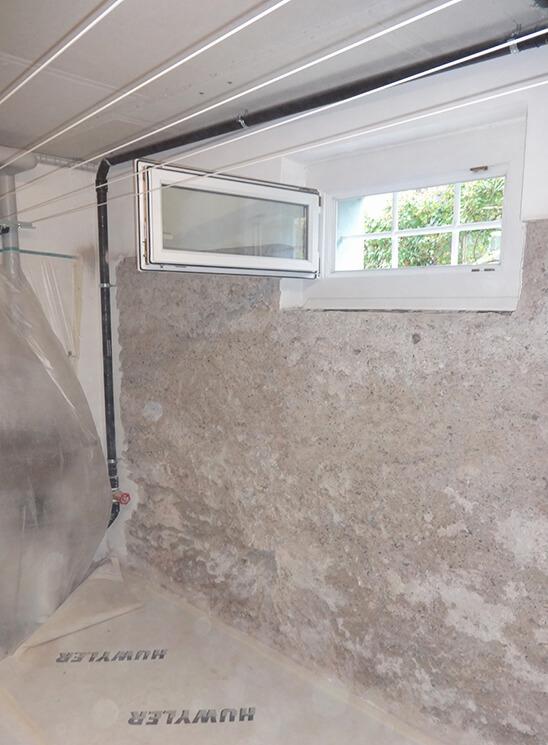 Schimmelsanierung Wand mit Fenster